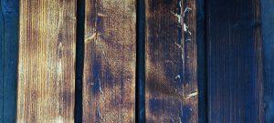 Czarna stodoła wymaga czarnego drewna