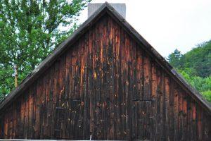 Czarna stodoła - stare drewno