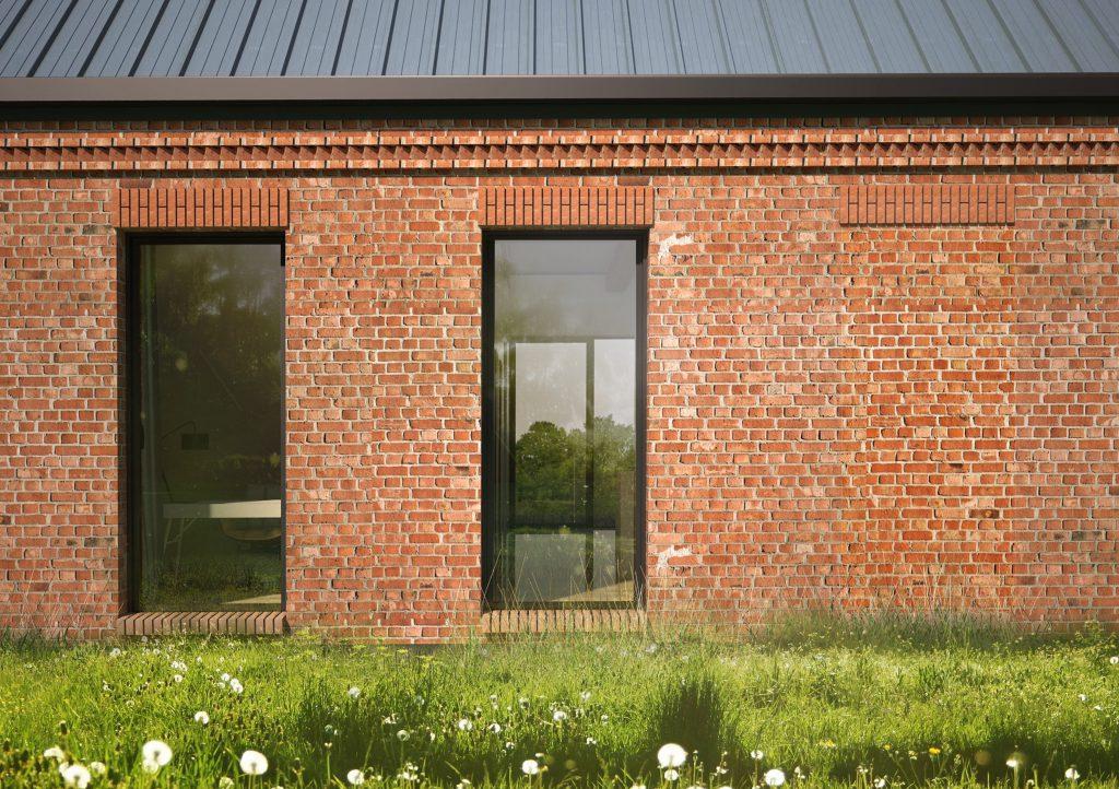 Rytm okien w ceglanym domu